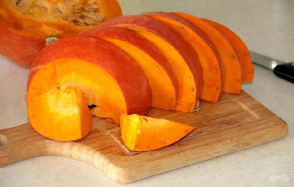 1.Выбираю небольшой, но насыщенный по цвету плод, без вмятин и повреждений, хорошенько мою и нарезаю ломтиками.