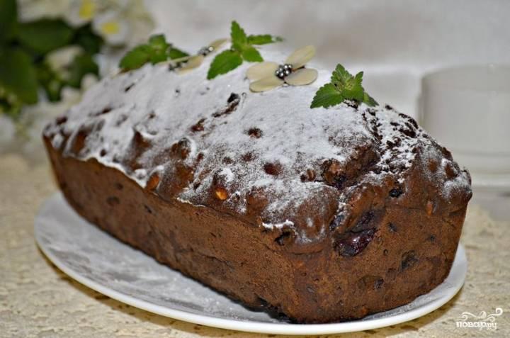 Готовый шоколадный кекс с изюмом можете посыпать сахарной пудрой перед подачей.