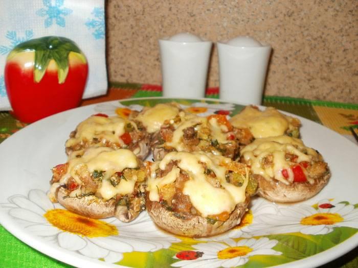 4. Запекаем в духовке, пока сыр не расплавится, и сразу можно подавать!