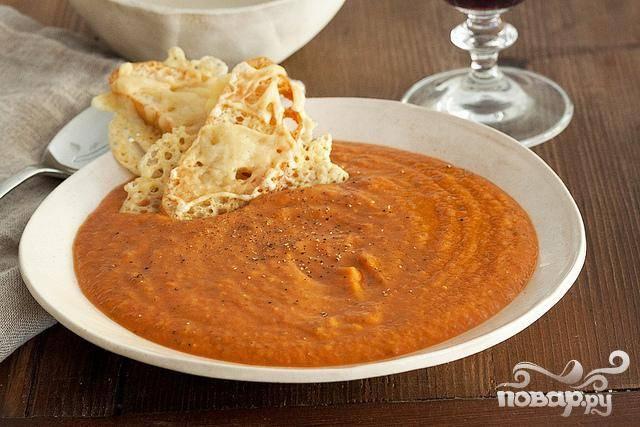 Суп с запеченным чесноком, помидорами и сыром