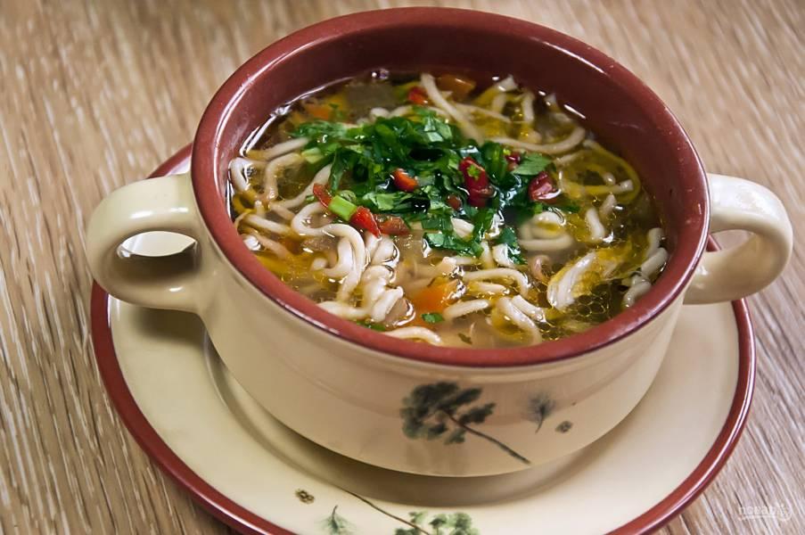 Суп с домашней курицей и жареной лапшой