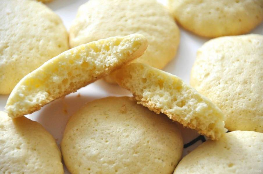 Печенье получается нежное и пышное.