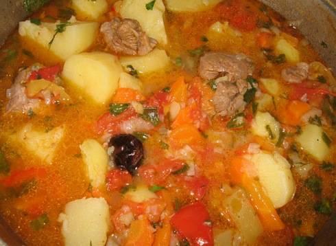 После этого блюдо можно раскладывать по тарелкам и подавать к столу. Приятного аппетита!