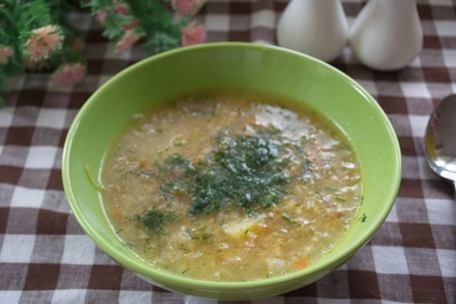 9.  Готовый суп приправьте специями и солью. Дать настояться около 20 минут, после чего разлейте по тарелкам и подайте к столу.