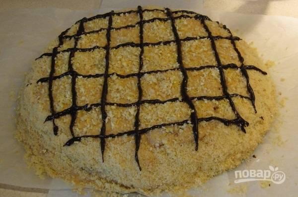 6. А перед подачей этот классный и легкий торт со сгущенкой можно украсить шоколадом, цедрой лимона или апельсина и т.д.