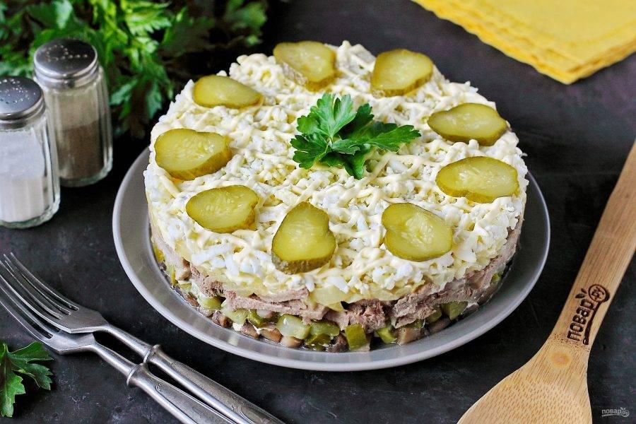 Дайте салату пропитаться и подавайте к столу. Приятного аппетита!