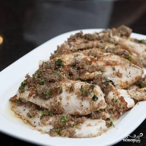 6. Подавайте жареную тилапию с любимым соусом и гарниром - рисом или картошкой. Приятного аппетита!