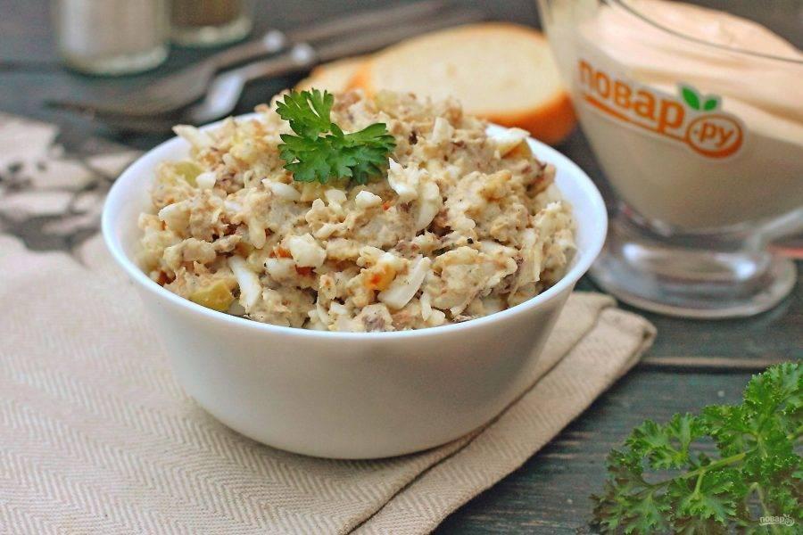 Простой рыбный салат из сардины готов. Вкусно, сытно и полезно! Приятного аппетита!