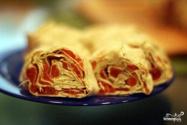 Рулет с семгой и сыром