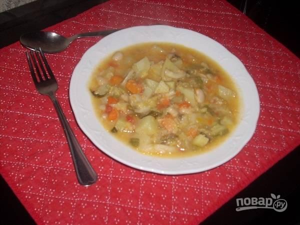 И вот теперь суп можно подавать к столу. В тарелку можно добавить тертый пармезан или обжаренный бекон.