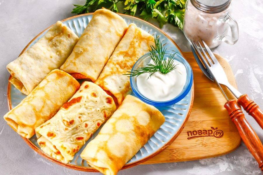 В любом случае подайте блины со свежей сметаной или другим соусом к столу горячими, пригласив всех родных и друзей.