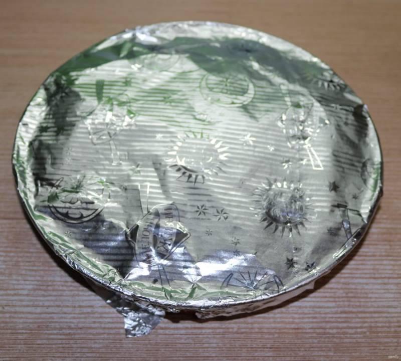 Накройте форму крышкой или фольгой и отправьте в разогретый до 180 градусов духовой шкаф.