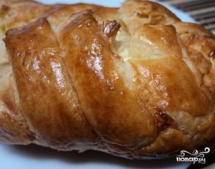 Ставим в разогретую до 180 градусов духовку и выпекаем до красивой румяной корочки. И не открывайте духовку раньше времени!