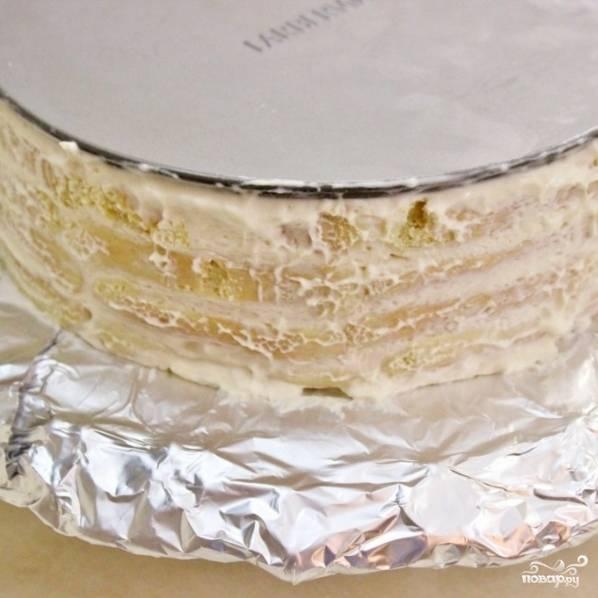 13. Переверните торт на тортовницу и снимите дно формы.