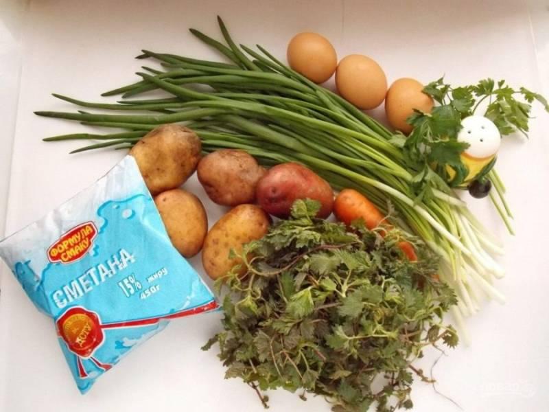 1. Как известно, крапива — кладовая витаминов. Например, в ней витамина С в 2 раза больше, чем в черной смородине. Этот суп чаще всего готовят весной, когда идет активный сбор крапивы, но и летом этот супчик придется по вкусу (его можно подавать и холодным).