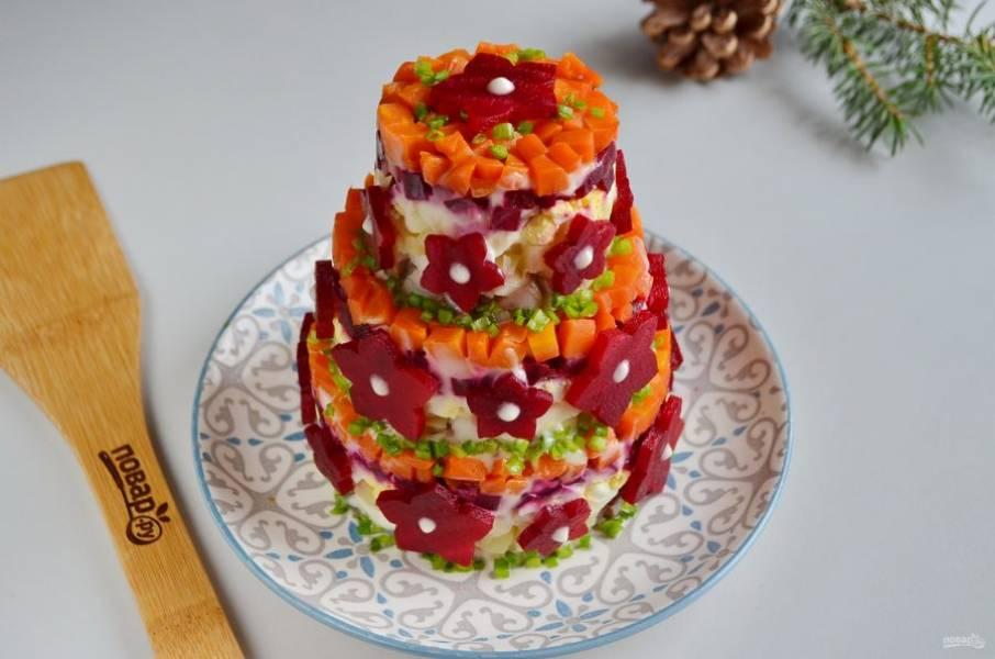 Украсьте салат-торт. С Наступающим!