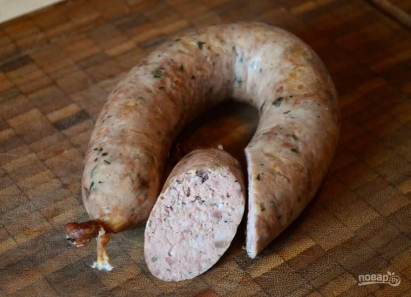 7.Готовую колбасу можете дегустировать уже через 3-5 дней. Храните ее в холодильнике.