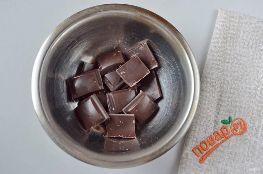 30. Растопите плитку черного шоколада для глазури, можно добавить кусочек масла, я не добавляла, глазурь прекрасно получилась.