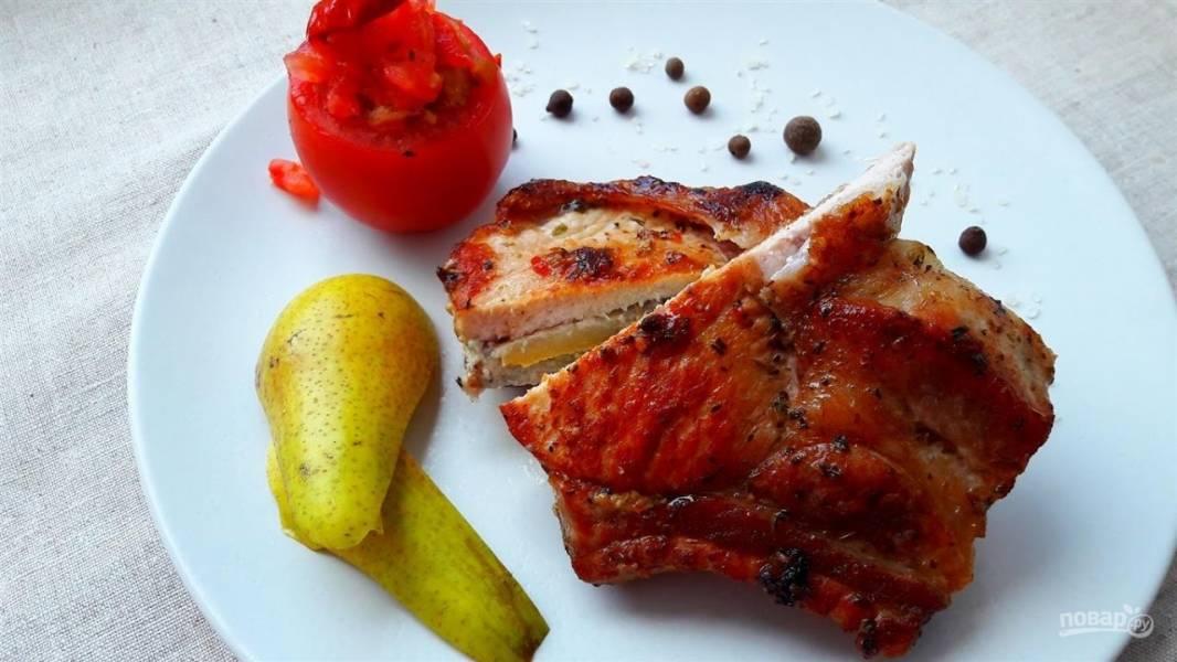 Мясо, фаршированное грушей и горгонзолой
