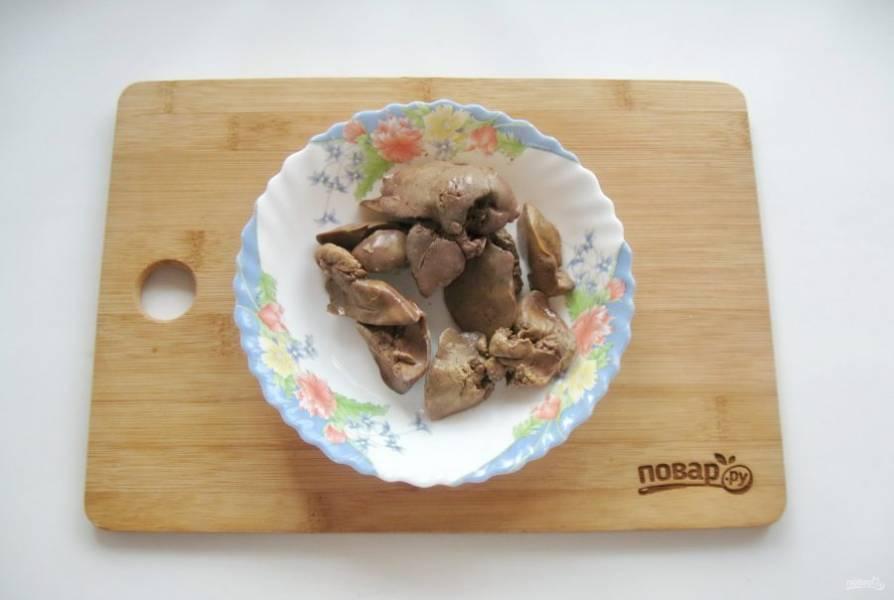 Варите куриную печень до готовности 10-12 минут.