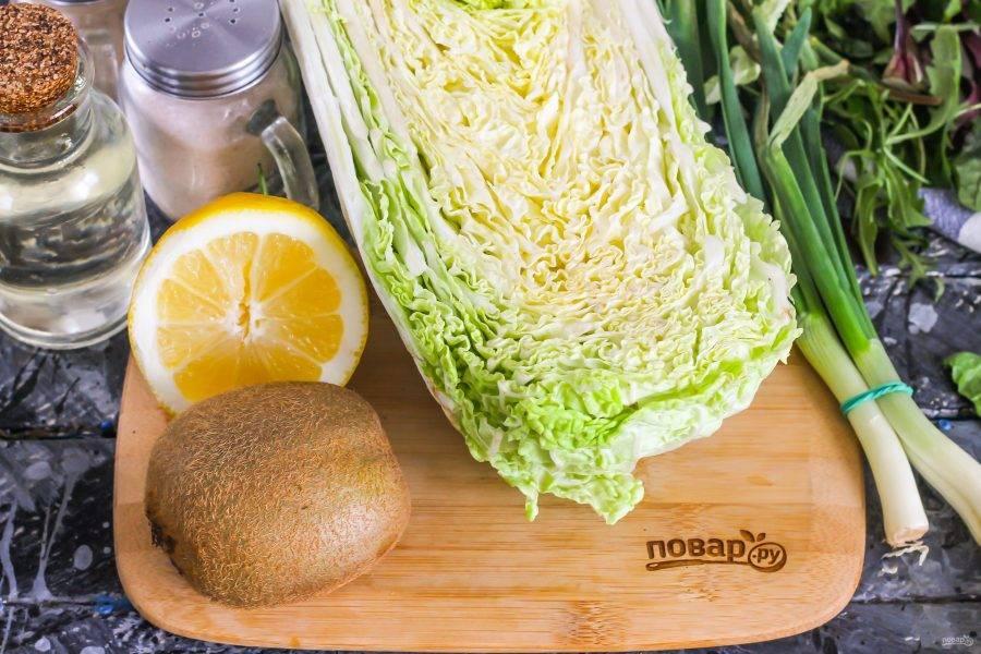 Подготовьте указанные ингредиенты. Киви выбирайте сочный, слегка мягковатый, а не твердый.