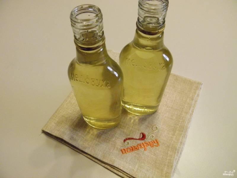 Разлейте настойку по бутылочкам, плотно закупорьте их. Дайте настоятся месяц в прохладном месте! Пробуйте!