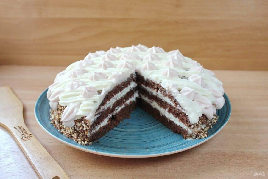 Дайте торту пропитаться 2-3 часа и можно подавать к столу.