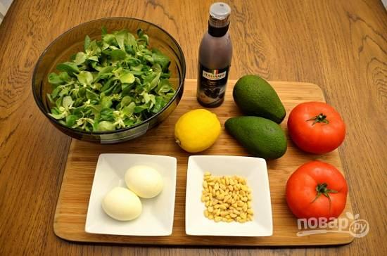 Много продуктов для этого салата нам не понадобится :)