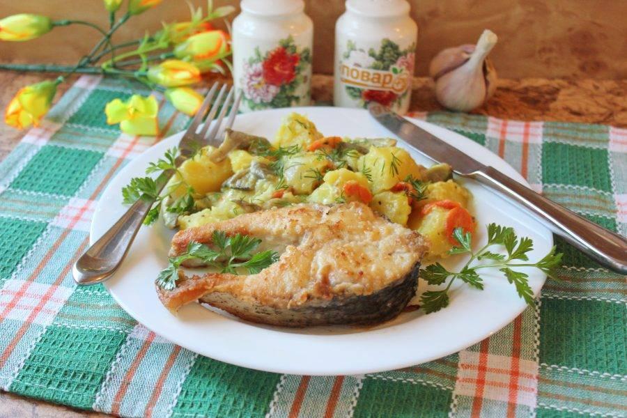 Картофель на карпа готов. Подавайте с зеленью. Приятного аппетита!