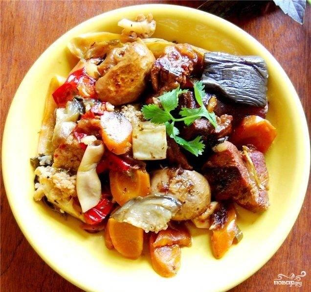 9.Наше блюдо готово! Выкладываем на тарелки и подаем к столу с зеленью. Приятного аппетита!