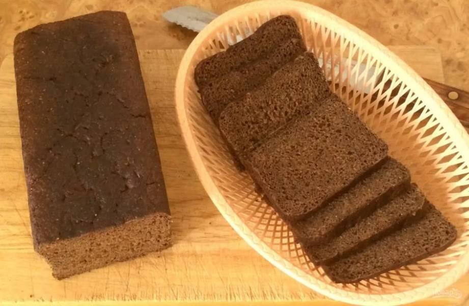 8. Затем уменьшите температуру до 100 градусов и выпекайте хлеб еще 4 часа. Выключите духовку и дайте ей остыть с хлебом внутри. Приятного аппетита!
