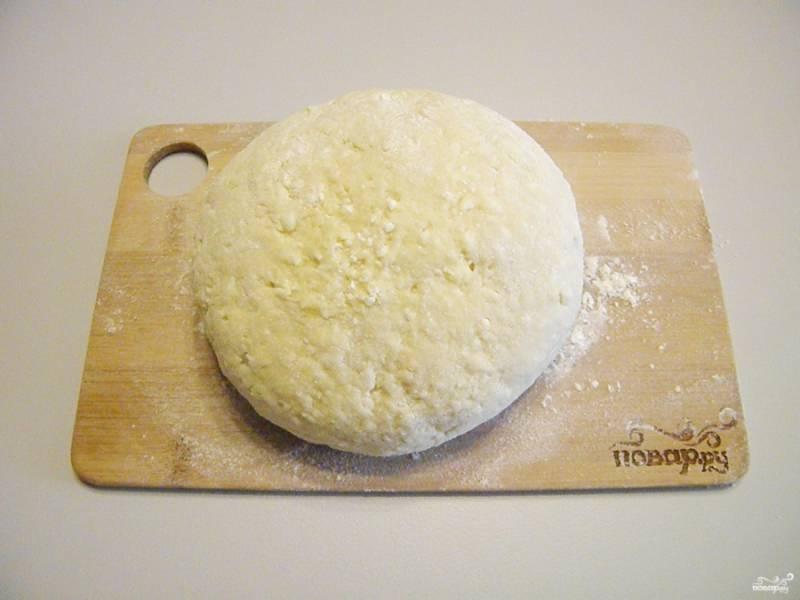 Как только тесто перестало липнуть к рукам, оно готово. Переходим к следующему этапу.