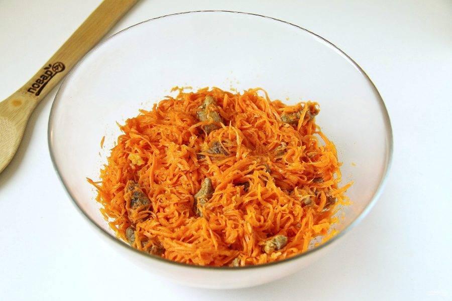 Корейская морковь с мясом готова.