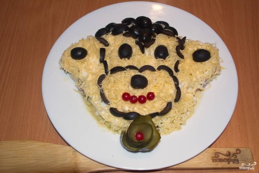 Из маслин создайте очертания мордочки обезьянки.
