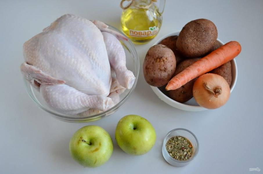 1. Подготовьте продукты. Курочку тщательно вымойте, удалите остатки перьев, копчиковую железу.