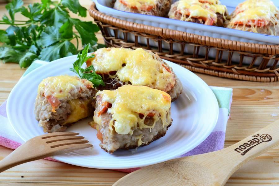 Котлеты под шубой с помидорами и сыром