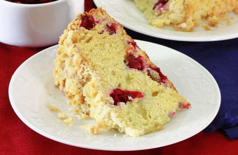 14. Присыпьте сметанный торт сахарной пудрой и подавайте. Приятного аппетита!