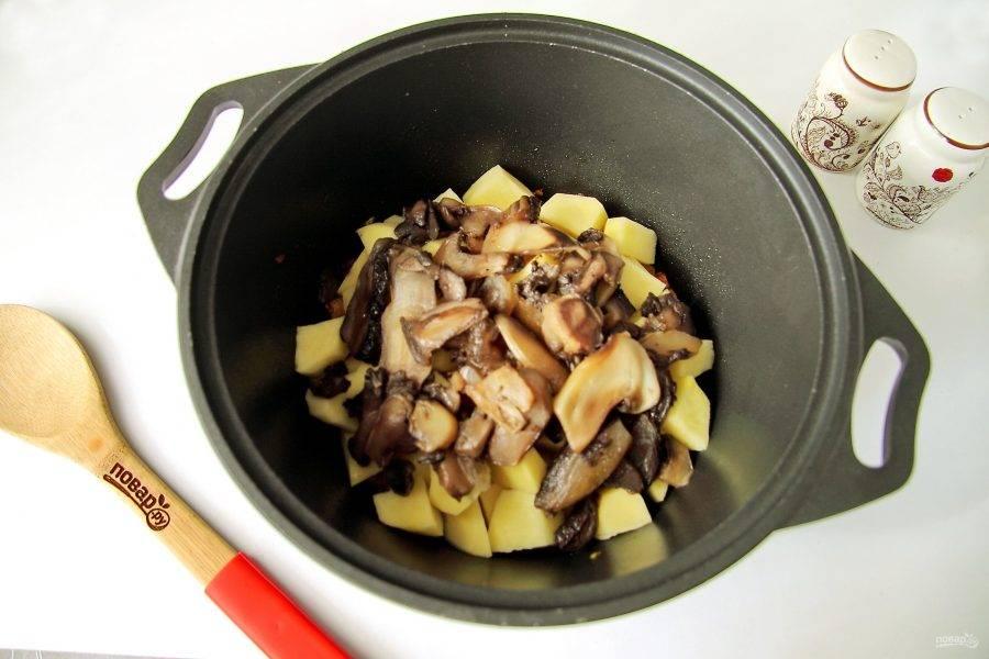 Добавьте грибы (у меня замороженные).