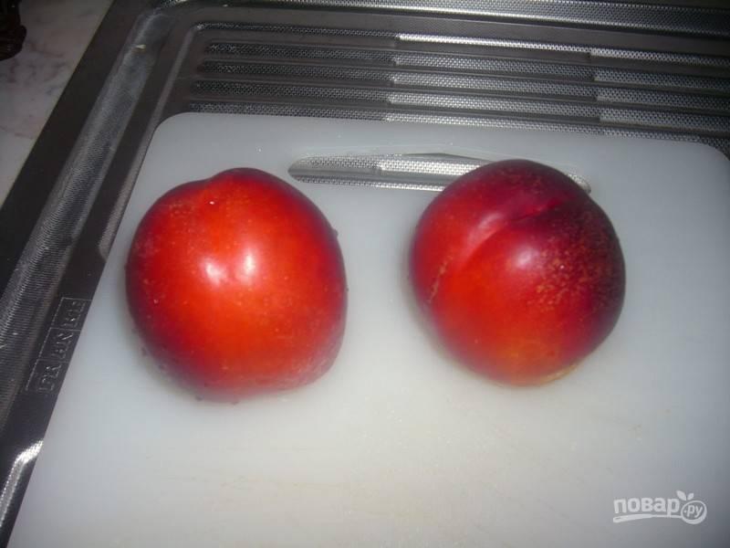1.Вымойте и обсушите персики (или нектарины).
