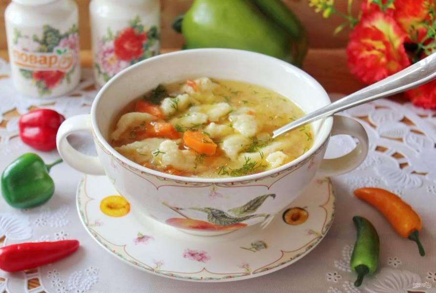 Томатный суп с клецками готов. Подавайте на первое в обед.