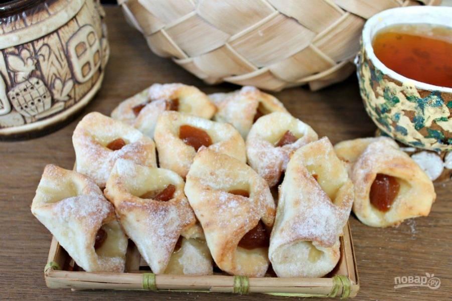 Творожное печенье с фруктами готово. По желанию можно посыпать сахарной пудрой. Приятного чаепития!