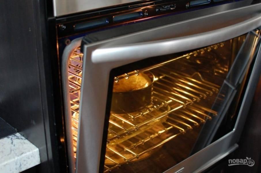 8.Выключите духовку, приоткройте дверцу и оставьте чизкейк в духовке еще на 1 час.