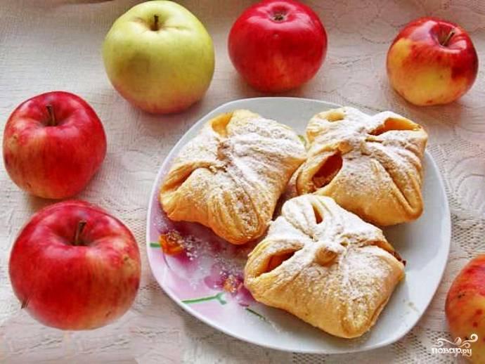 Слоеные конвертики с яблоками