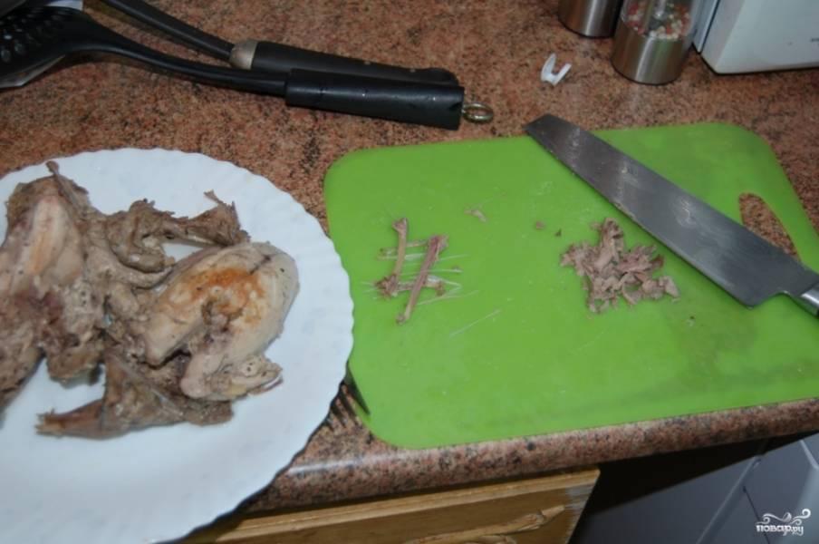 Рябчиков тоже разделайте, удалите кости и порежьте на кубики мясо, отделенное от костей.