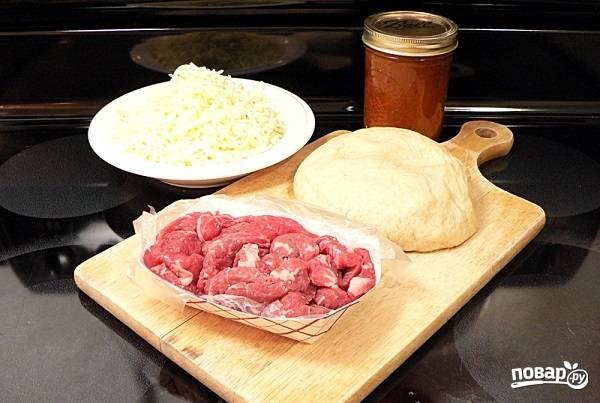 7. Подготовьте остальные ингредиенты: вымойте и обсушите мясо, натрите на терке сыр.