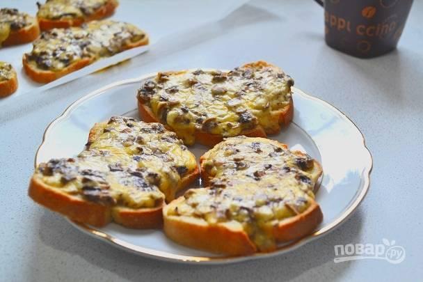 Горячие бутерброды с шампиньонами и сыром