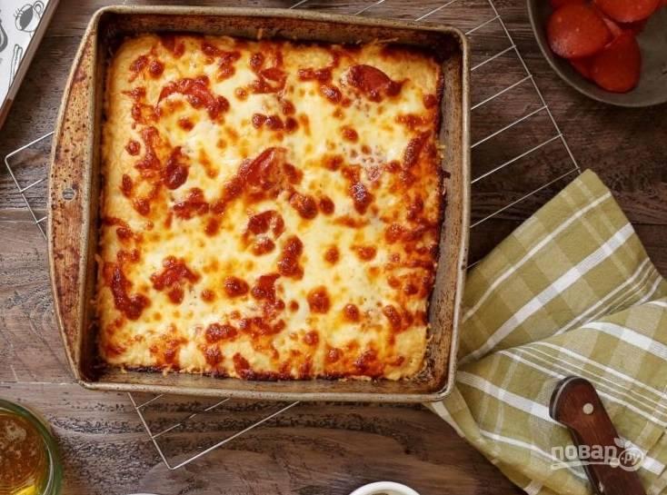 11.Запекайте пиццу в разогретом до 230-240 градусов духовом шкафу 15 минут.