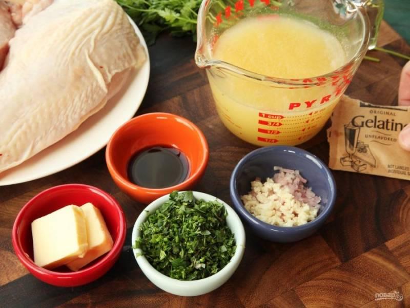 Разведите желатин, дайте ему постоять, сколько требуется в описании на упаковке. Подготовьте остальные ингредиенты.