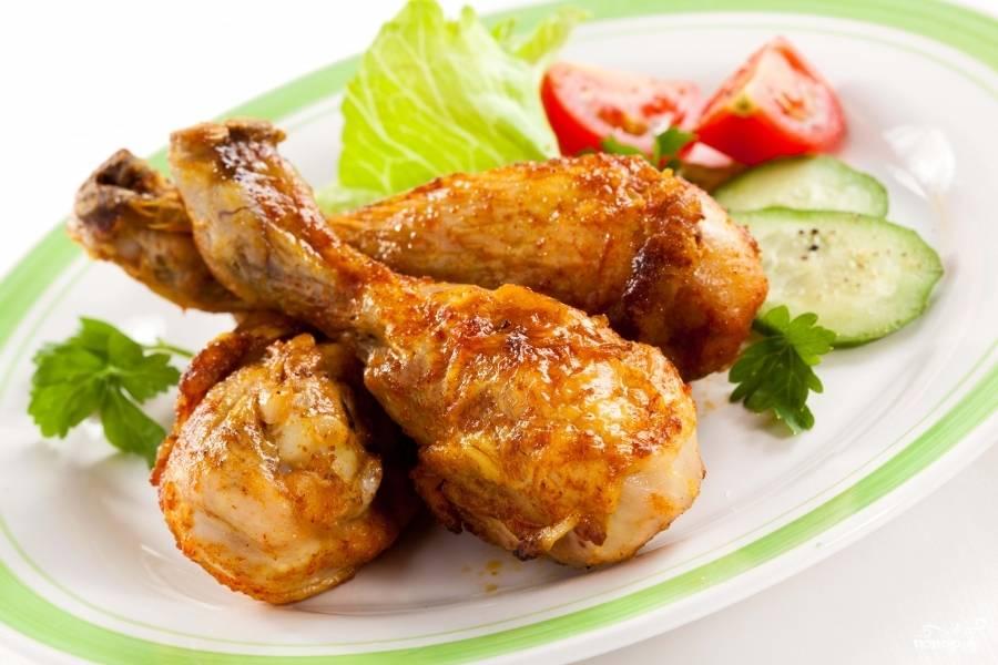 7.Куриные ножки готовы! Подавать блюдо к столу с мелко нарезанной зеленью и свежими овощами. Приятного аппетита!