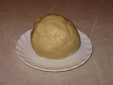 Замешиваем мягкое и эластичное тесто.